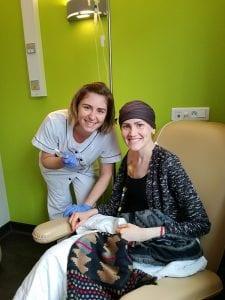 Erika Mokrý na onkologickej klinike počas podávania chemoterapie